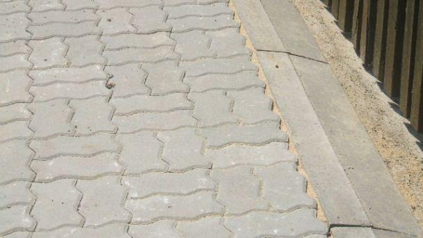 Uzavretie cesty - výstavba chodníka pre chodcov